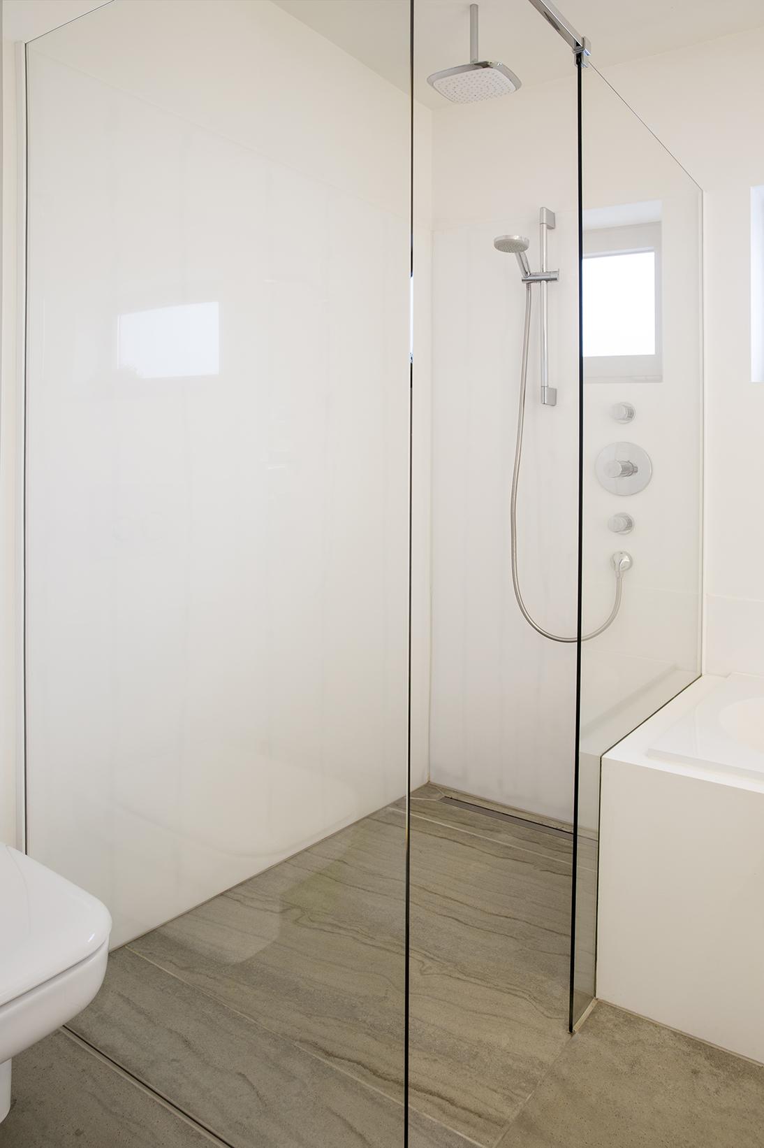 kokken-v-badkamer-hoek-416 - Kokken Renovaties