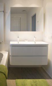 kokken-v-badkamer-hoek-719 - Kokken Renovaties